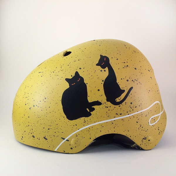 capacete personalizado amarelo com gatos