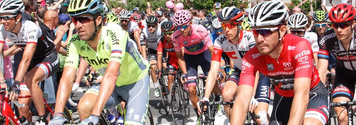 Nas montanhas italianas com os melhores ciclistas do mundo
