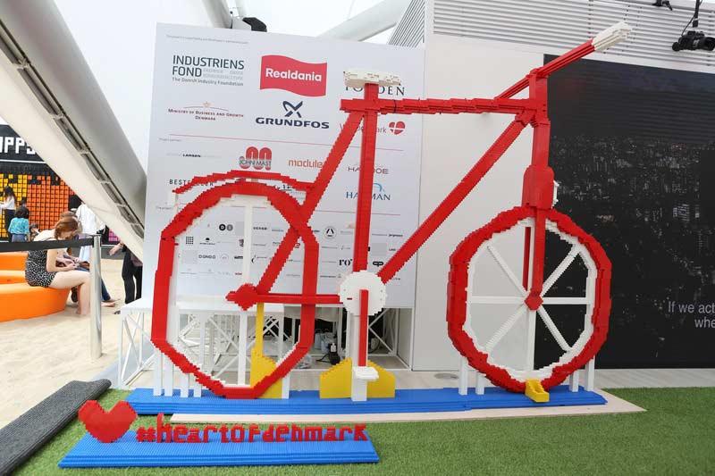 Bicicleta feita com Lego na Casa Dinamarca