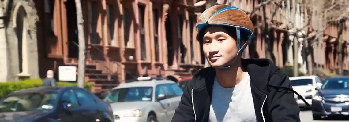 Designer ganha prêmio por inventar capacete reciclável
