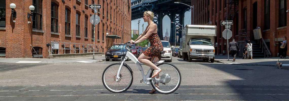 Argentinos criam bike elétrica que pode ser dobrada em 1 segundo