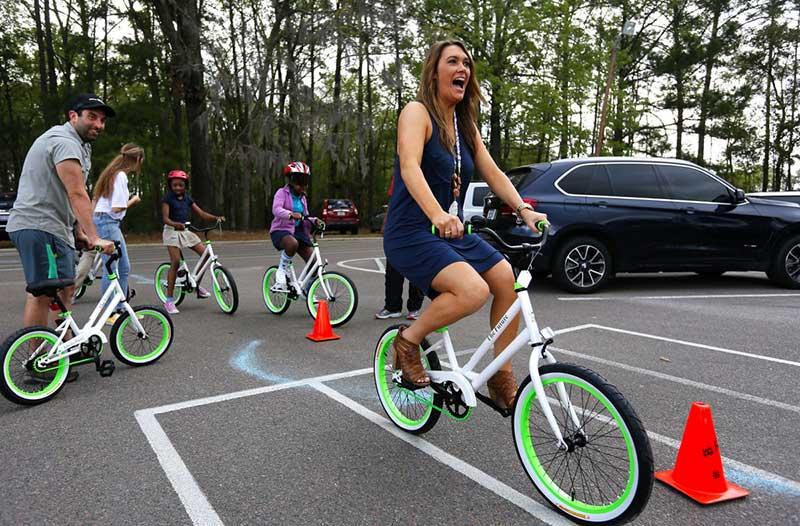 Professora compra bicicletas