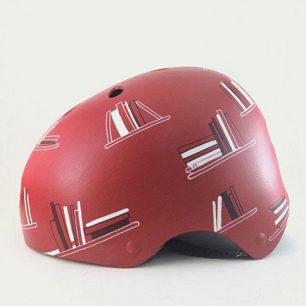 capacete personalizado vermelho com desenhos livros