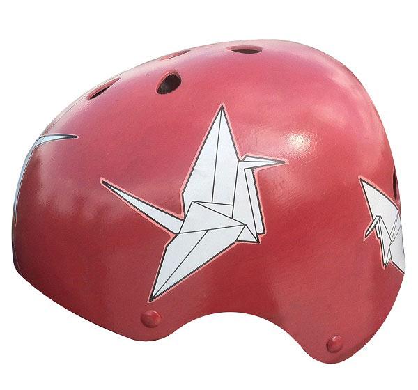 capacete personalizado vermelho com desenho de origami