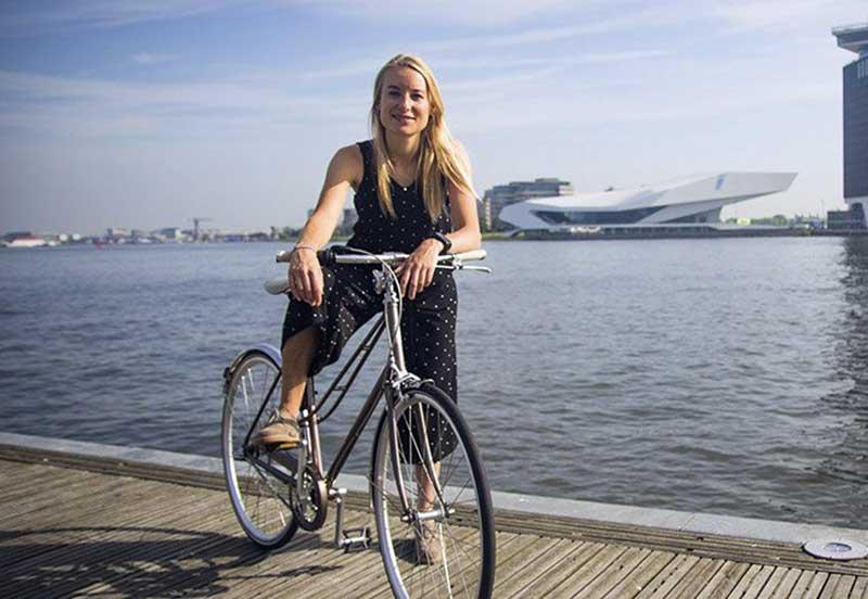 A ativista Anna Luten agora é a prefeita da bicicleta de Amsterdam.