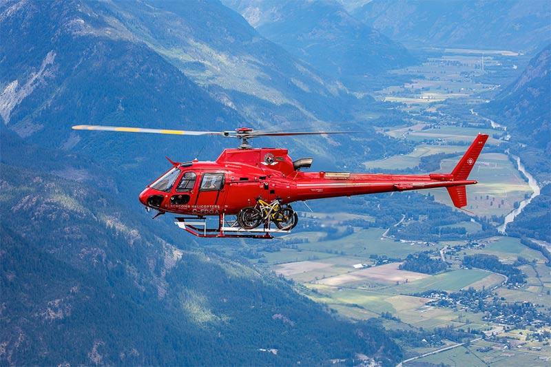 Você já viu um helicóptero transportando bicicletas?