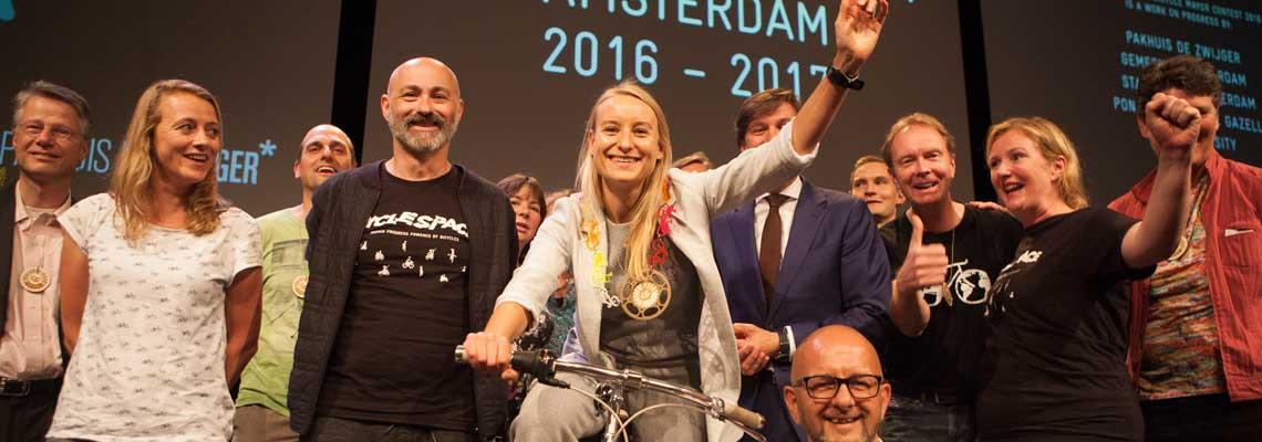 """Ativista holandesa é eleita 1ª """"prefeita da bicicleta"""" do mundo"""