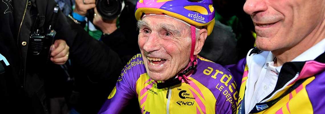 Aos 105 anos de idade, francês bate recorde pedalando
