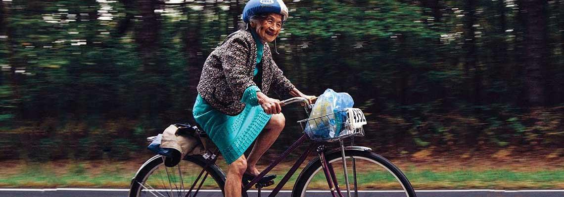 Lan Yin Tsai, a ciclista de 92 anos que é um ícone na luta contra a esclerose